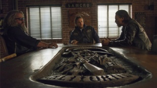 Sons of Anarchy 06x13 : A Mother's Work (110 min)- Seriesaddict